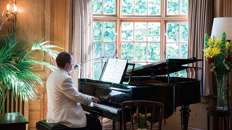 Wedding Pianist Mark Reeves at Burgh House, Hampstead, London - photo courtesy of Siobhan Hennessy